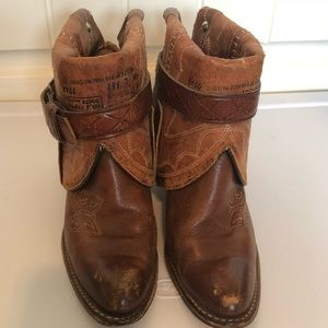 Canty western ankle boots